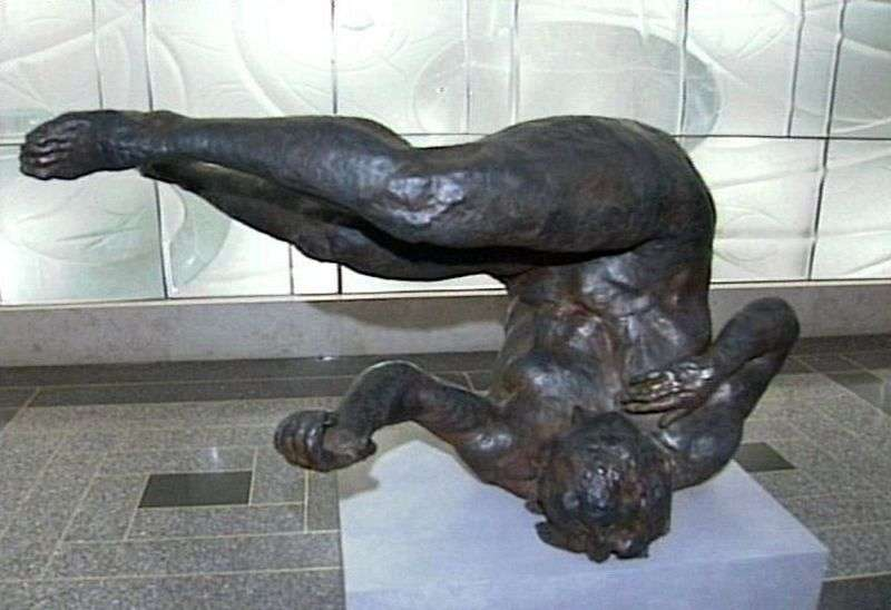 Падаюча жінка. Скульптура   Ерік Фишл